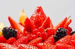 Torta fresca das morangos da American National Standard das framboesas foto de stock royalty free