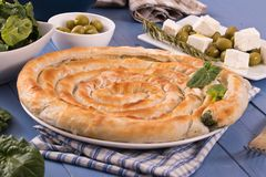 Torta greca degli spinaci fotografie stock