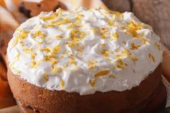 Torta hecha en casa con el primer blanco de la formación de hielo horizontal Fotografía de archivo libre de regalías