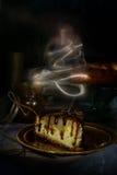 Torta hecha en casa con la pera y el caramelo Fotos de archivo libres de regalías