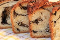 Torta hecha en casa con las semillas de amapola fotografía de archivo libre de regalías