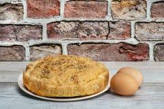 Torta hecha en casa con los huevos imagen de archivo libre de regalías
