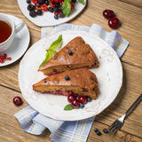 Torta hecha en casa de la cereza Foto de archivo libre de regalías