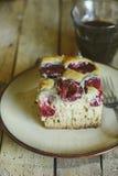 Torta hecha en casa del ciruelo Foto de archivo