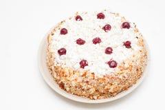 Torta hecha a mano de la cuajada con las cerezas frescas Foto de archivo libre de regalías