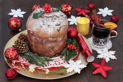 Torta italiana de la Navidad del panettone Imagen de archivo libre de regalías