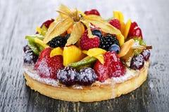 Torta Mixed della frutta tropicale fotografie stock libere da diritti