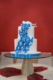 Torta nunziale con le farfalle blu Immagine Stock Libera da Diritti