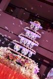 Torta nunziale confusa e bolle Fotografia Stock Libera da Diritti