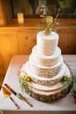 Torta nunziale decorata con la felce o il grano Fotografie Stock Libere da Diritti