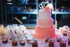 Torta nunziale di Rosa Fotografie Stock