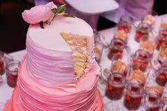 Torta nunziale di Rosa Fotografia Stock Libera da Diritti
