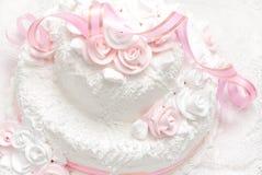 Torta nunziale lussuosa deliziosa bianca e di rosa Immagini Stock Libere da Diritti
