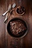 Torta oscura del café express con el esmalte del chocolate Fotografía de archivo libre de regalías