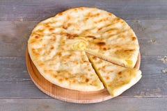 Torta ossetica con formaggio e le patate Fotografie Stock