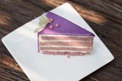 Torta púrpura del taro, torta Imagen de archivo libre de regalías