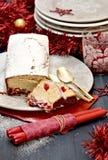 Torta piccante con le ciliege secche Fotografie Stock Libere da Diritti
