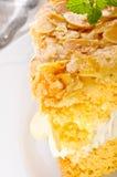 Torta plana con una almendra y un azúcar Imagenes de archivo