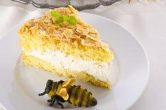 Torta plana con una capa de la almendra y del azúcar Imagen de archivo libre de regalías