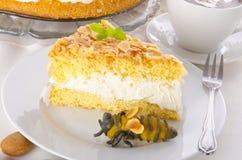 Torta plana con una capa de la almendra y del azúcar Fotografía de archivo