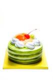 Torta poner crema blanca con con sabor a fruta mezclado aislada en el fondo blanco Imagen de archivo libre de regalías