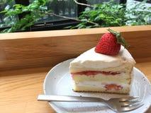 Torta preciosa de la crema de la fresa Foto de archivo