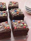 Torta quadrata del cassetto del cioccolato fotografie stock