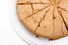 Torta recientemente cocida; izquierdo inferior con un poco de corteza Fotos de archivo
