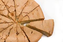 Torta recientemente cocida; pedazo cortado Fotografía de archivo