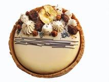 Torta redonda del caramelo con las manzanas, el ganache de la avellana y el chocolate secados imagen de archivo