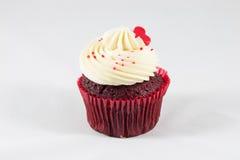 Torta roja de la taza del terciopelo Imagen de archivo libre de regalías
