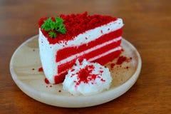 Torta rossa del velluto Immagini Stock Libere da Diritti