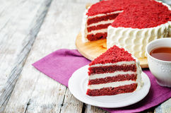 Torta rossa del velluto Fotografia Stock