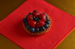 Torta rossa fresca della frutta fotografia stock