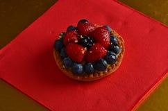 Torta rossa fresca della frutta Immagini Stock
