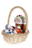 Torta rusa de Pascua y huevos de Pascua coloridos Fotografía de archivo libre de regalías