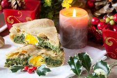 Torta saboroso com decorações do Natal foto de stock