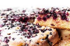 Torta saboroso com os mirtilos na tabela de madeira Foto de Stock