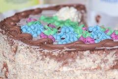 Torta sabrosa de Kiev con crema, las nueces y el merengue Fotos de archivo