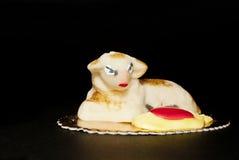 Torta Sicilia de Pascua del mazapán de las ovejas imagen de archivo