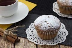 Torta, té y canela Fotos de archivo libres de regalías