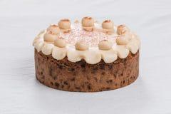 Torta tradicional de británicos Pascua de la torta de Simnel, con el desmoche del mazapán y las 12 bolas tradicionales del mazapá Fotos de archivo libres de regalías
