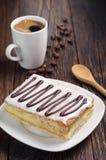Torta y café cremosos Fotos de archivo libres de regalías