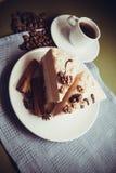 Torta y café de la vainilla imagenes de archivo