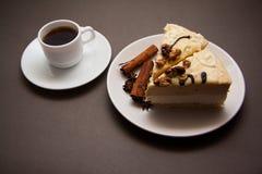 Torta y café de la vainilla imagen de archivo