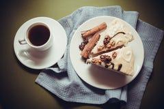 Torta y café de la vainilla fotografía de archivo