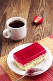 Torta y café deliciosos de la fresa Fotografía de archivo
