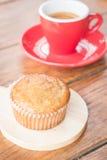 Torta y café express de la taza del plátano Fotos de archivo