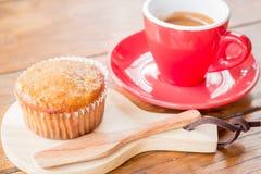 Torta y café express de la taza del plátano Fotografía de archivo