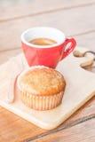 Torta y café express de la taza del plátano Fotos de archivo libres de regalías